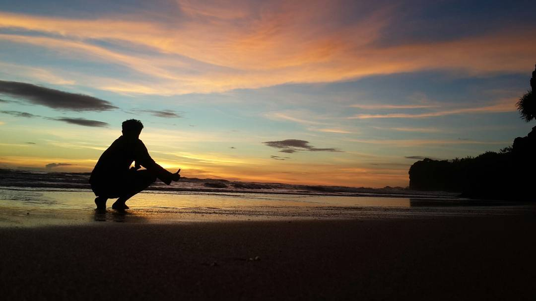 Senja Tak Terlupa di Pantai Nganteb, Malang, Kabupaten Malang, Dolan Dolen, Dolaners Senja Tak Terlupa di Pantai Nganteb via faizfilanda - Dolan Dolen