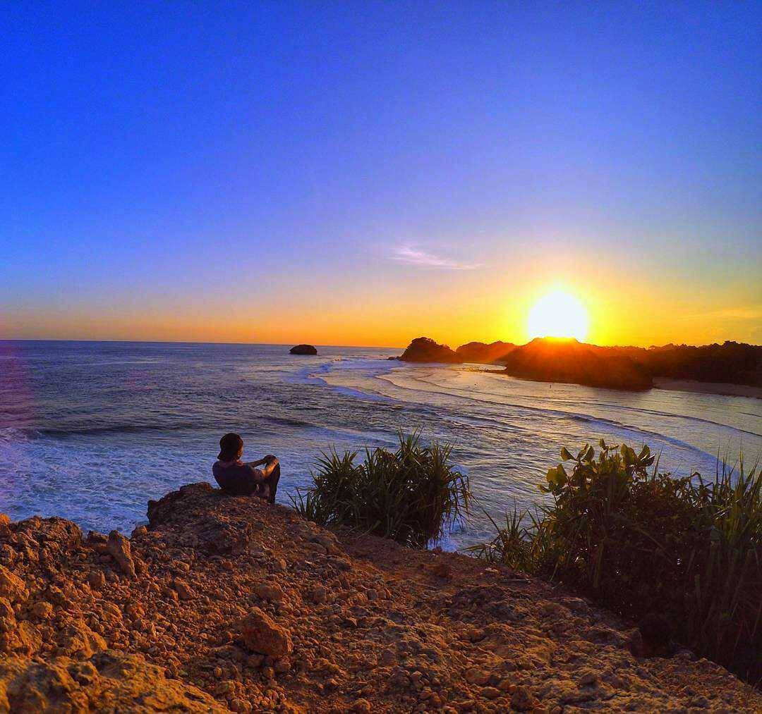 Sunset Pantai di Malang Selatan, Malang, Kabupaten Malang, Dolan Dolen, Dolaners Sunset Pantai di Malang Selatan by panjiprimista - Dolan Dolen
