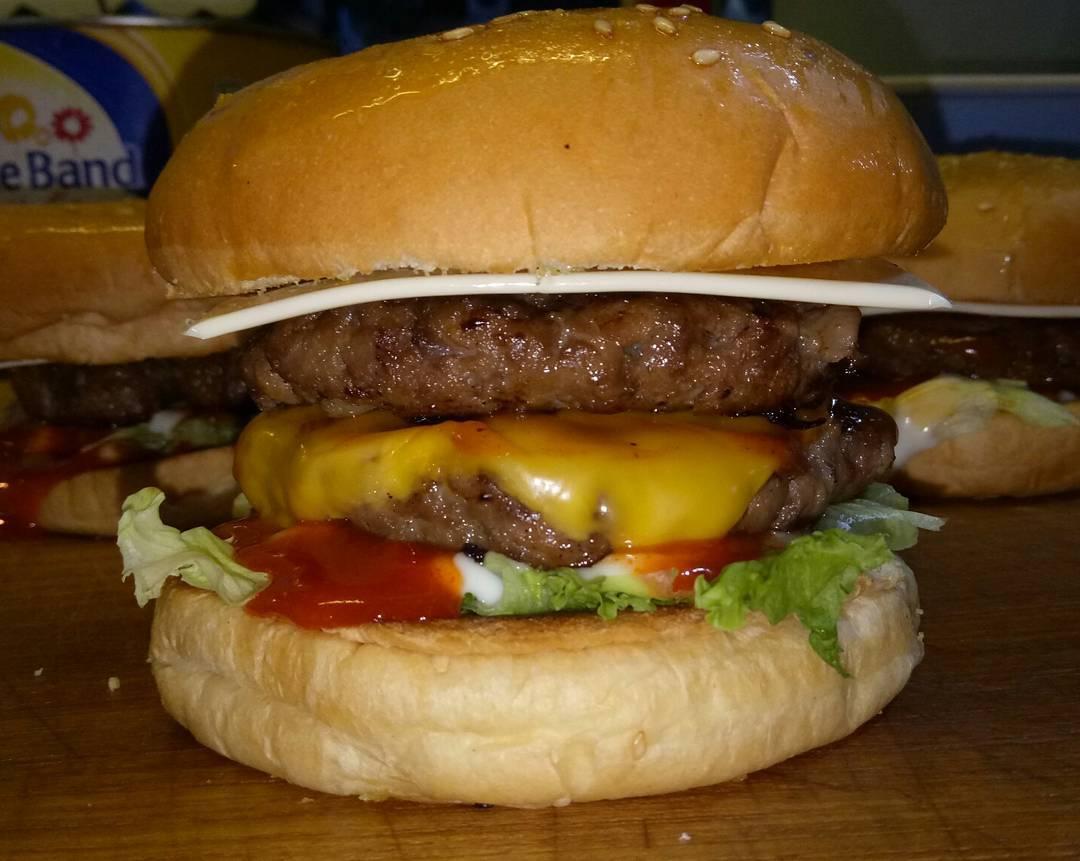 Burger Bundder Sigura Gura, Burger Bundder Sigura Gura Malang, Malang, Kota Malang, Dolan Dolen, Dolaners Burger Bundder SIgura Gura via nugie burgerbundder siguragura - Dolan Dolen