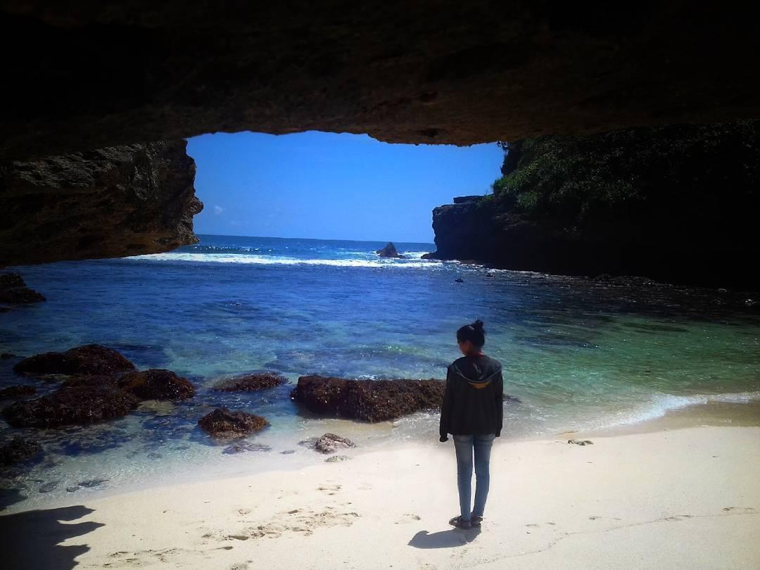 Pantai Teluk Menghadap Samudera Hindia, Malang, Kabupaten Malang, Dolan Dolen, Dolaners Pantai Teluk Menghadap Samudera Hindia via putri - Dolan Dolen