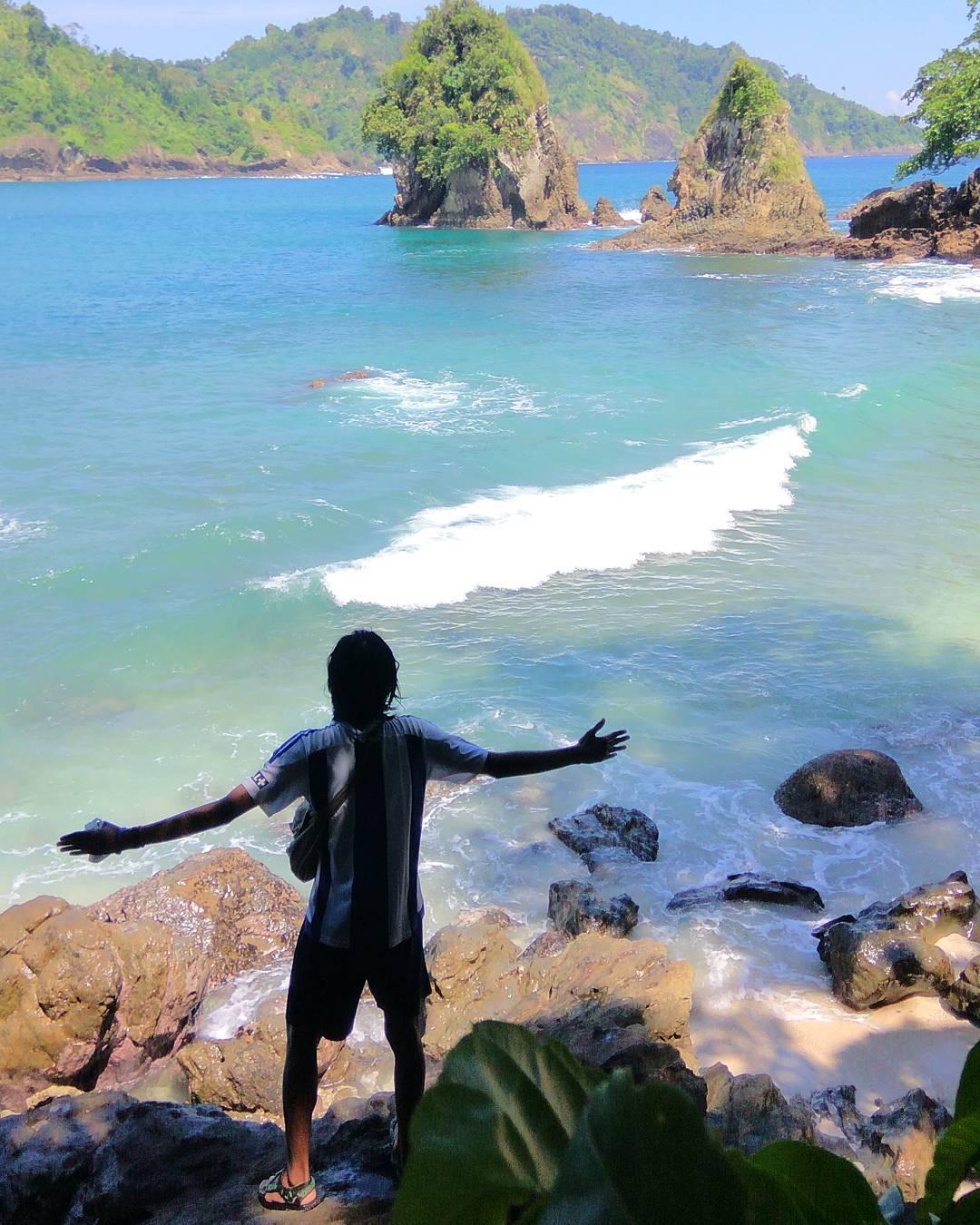Pantai dengan Panorama yang Menggoda untuk Dieksplor, Malang, Kabupaten Malang, Dolan Dolen, Dolaners Pantai dengan Panorama yang Menggoda untuk Dieksplor via aditpermadih - Dolan Dolen
