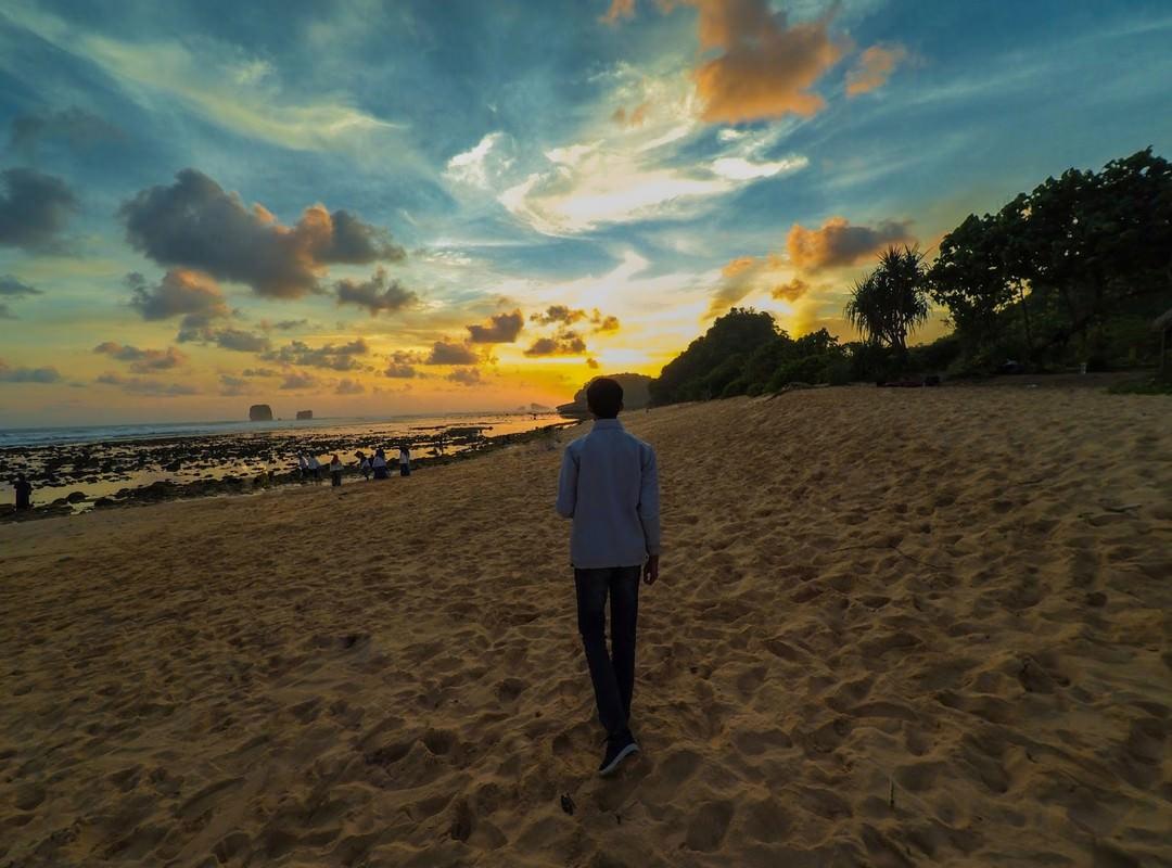 Pantai Watu Leter Sunset Pantai Watu Leter Sunset - Dolan Dolen
