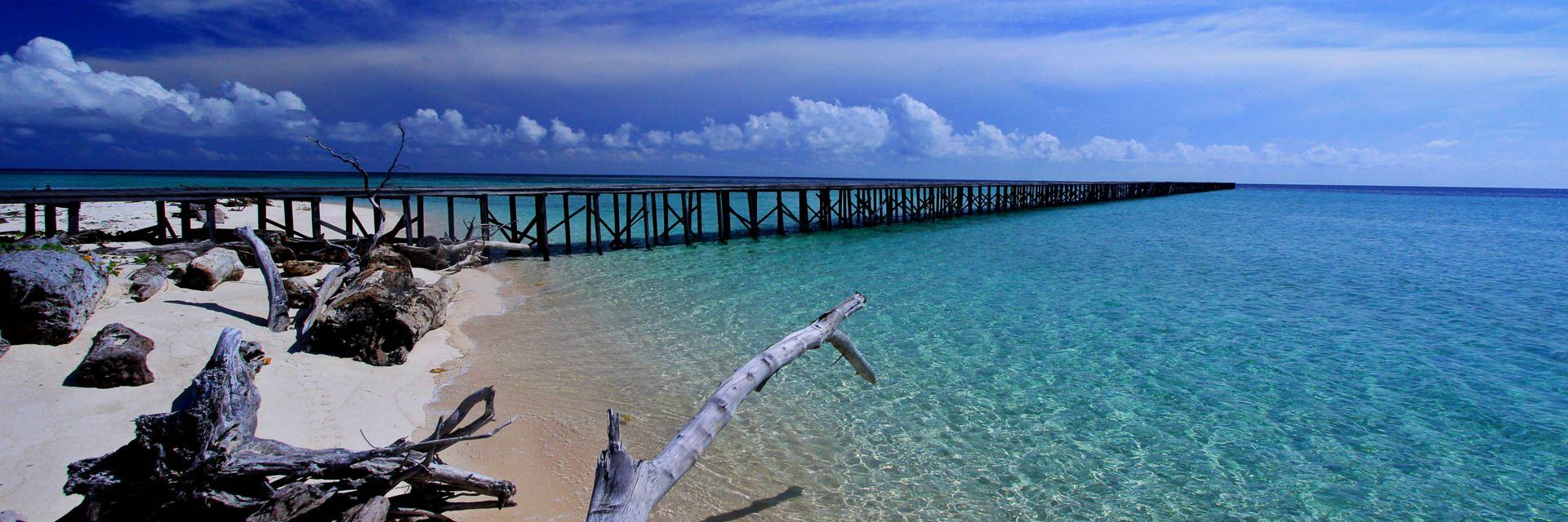 10 Kegiatan Seru yang Bisa Dolaners Lakukan Di Kepulauan Derawan 10 Kegiatan Seru yang Bisa Dolaners Lakukan Di Kepulauan Derawan - Dolan Dolen
