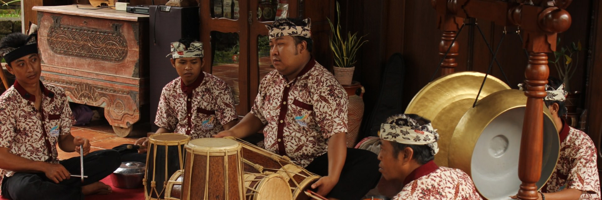 5 Tradisi Unik Suku Osing Banyuwangi 5 Tradisi Unik Suku Osing Banyuwangi - Dolan Dolen