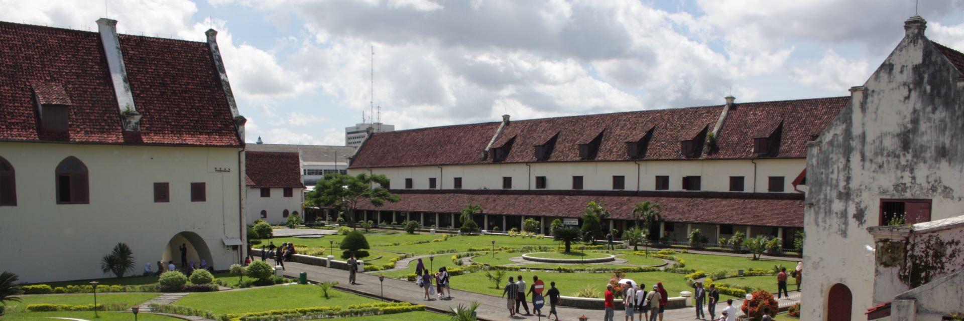 8 Wisata Bangunan Makassar 8 Wisata Bangunan Makassar - Dolan Dolen