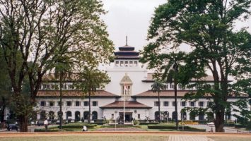 Gedung Sate Gedung Sate Cover 355x200 - Dolan Dolen