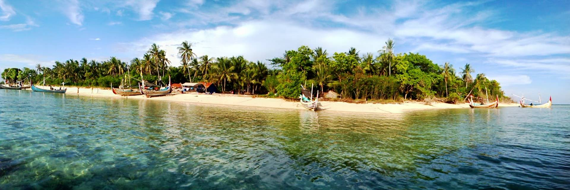 Gili Labak Sebongkah Surga di Pulau Madura Gili Labak Sebongkah Surga di Pulau Madura - Dolan Dolen