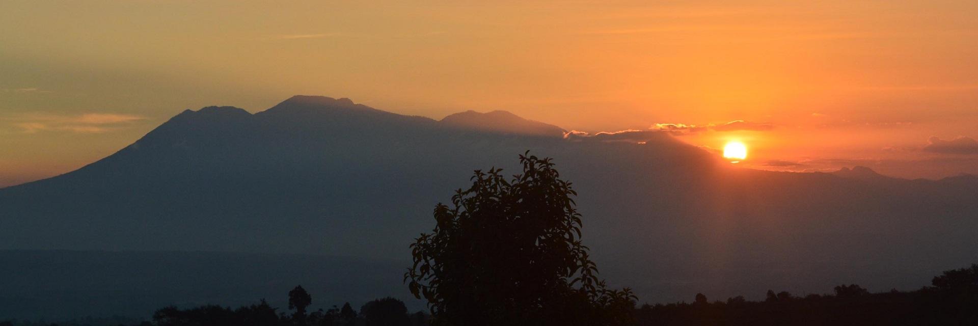 Gunung Sari Sunset Malang via winartie Gunung Sari Sunset Malang via winartie - Dolan Dolen