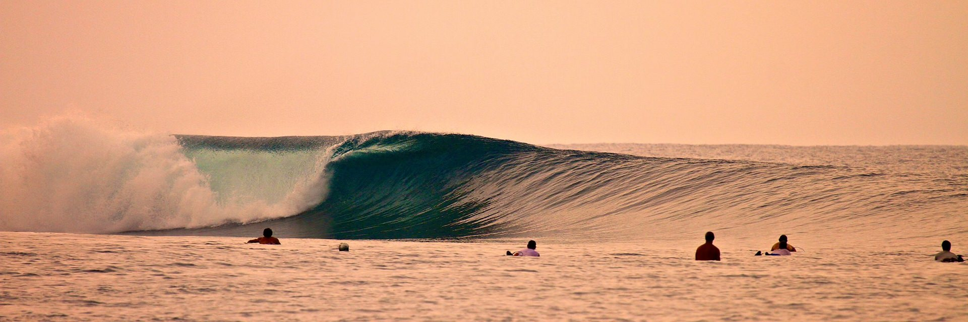 Honeymoon Romantis Sekaligus Surfing di Macaronis Resort Mentawai