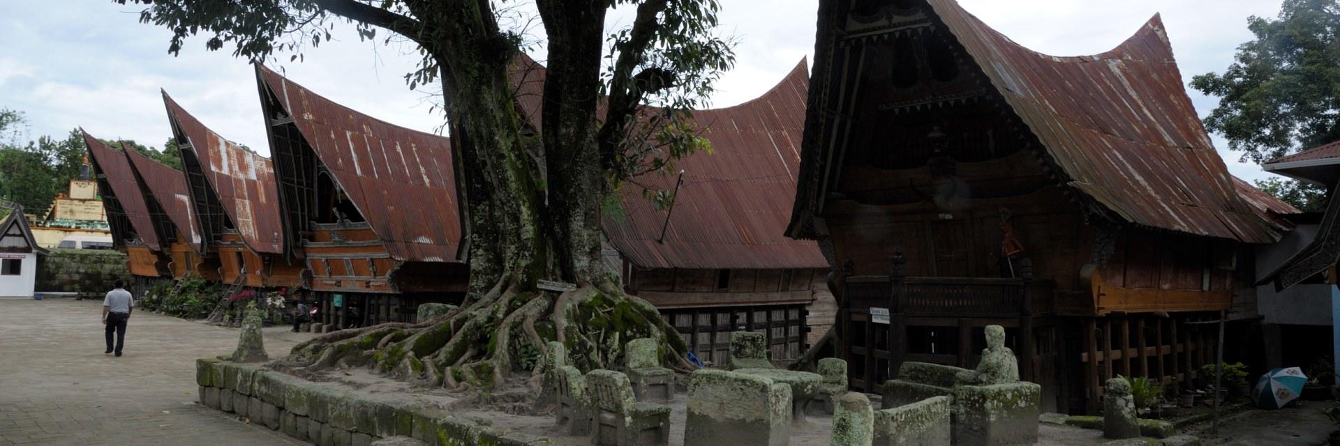 Huta Siallagan di Samosir Perkampungan Kanibal Huta Siallagan di Samosir Perkampungan Kanibal - Dolan Dolen
