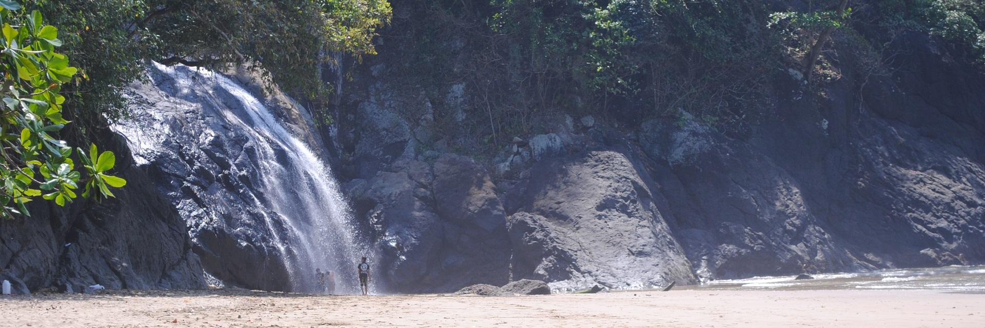 9 Hal Penting dan Menarik tentang Pantai Banyu Anjlok di Malang
