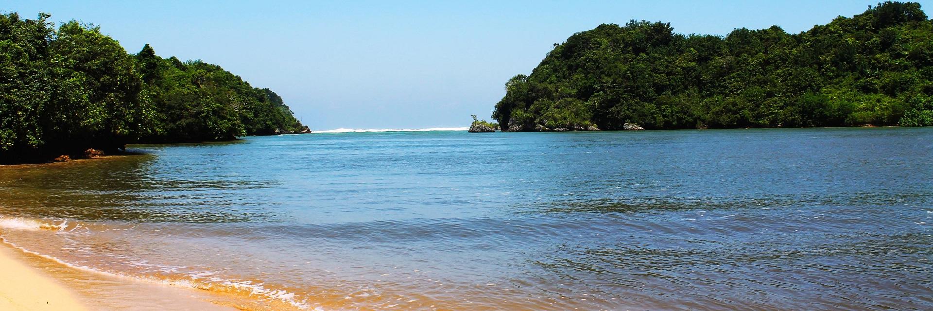 Pantai Teluk Asmoro Malang, Kabupaten Malang, Dolan Dolen, Dolaners Pantai Teluk Asmoro Malang via noli - Dolan Dolen