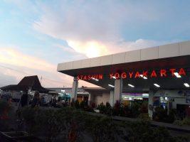 Stasiun Yogyakarta Stasiun Kereta Api Yogyakarta via jogja ig 267x200 - Dolan Dolen