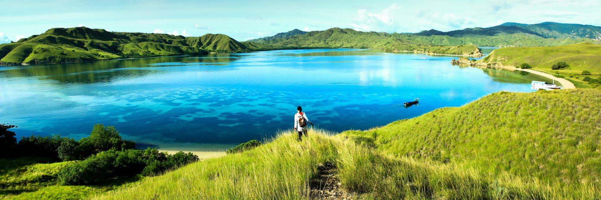 Ukir Cerita Cinta di Pulau Komodo Ukir Cerita Cinta di Pulau Komodo - Dolan Dolen