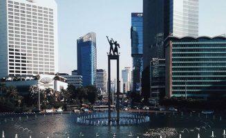 Monumen Selamat Datang Jakarta bundaran hi 327x200 - Dolan Dolen